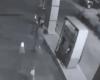 嫌がらせでガソリンスタンドに火を放った男、燃える