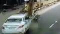 車さん、車道を横切るバイクを吹き飛ばし、さらに踏みつけてしまう。。