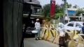 【再起不能】居眠りトラックとブロックに挟まれてしまう女性