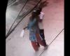 人通りのある路上で突然、背後から首を絞められて殺害される女性